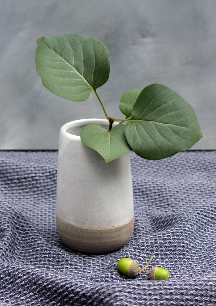 Niedliche handgemachte Keramikvase von Golden Spleen